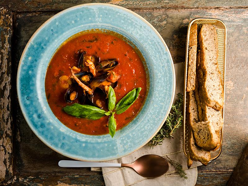 Домашна доматена супа с морски дар