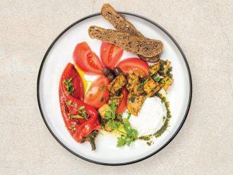 Салата с белени домати, катък, печен пипер, патладжан и хрупкава фокача