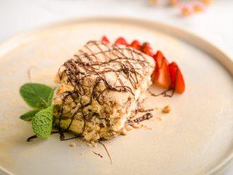 Бисквитена торта с маскарпоне и био лешников крем