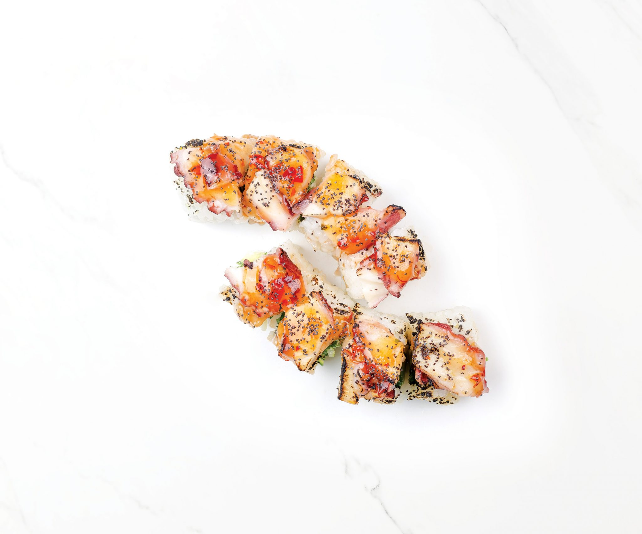Рейнбоу суши със запечен октопод, сладък чили сос и салата уакаме