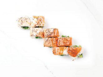 Рейнов суши със свежи скариди, филе от сьомга и сос от сливи