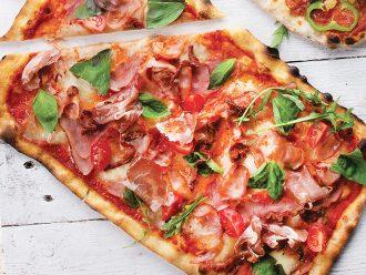 Рустик Пица с Прошуто Крудо и Трюфел паста