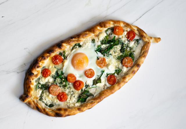 Пица Пиде със спанак и сирена