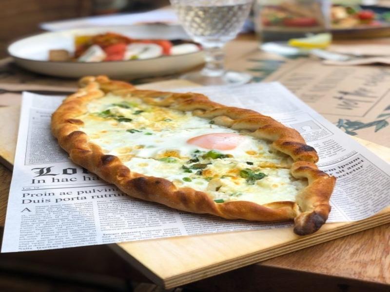 Пица Пиде със сирена и рохко яйце
