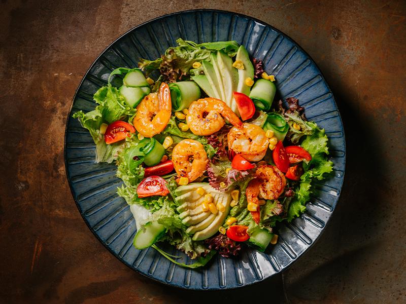 Листна салата със скариди